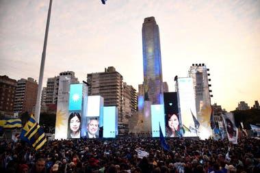 Alberto Fernández y Cristina Kirchner hicieron un amplio despliegue para el acto de cierre de campaña en Rosario