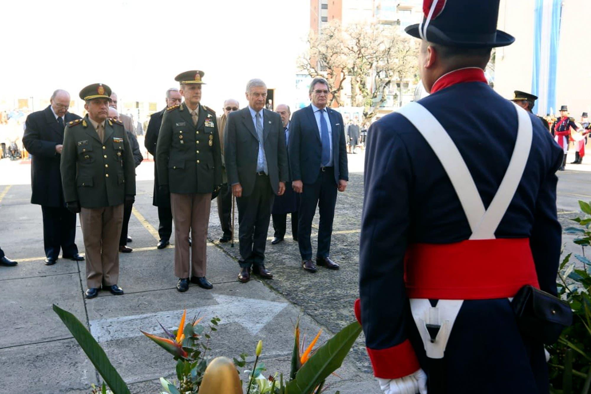El Ejército y el Gobierno rindieron homenaje a militares caídos en ataques guerrilleros