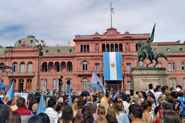 Seguidores de Macri frente a la Casa Rosada