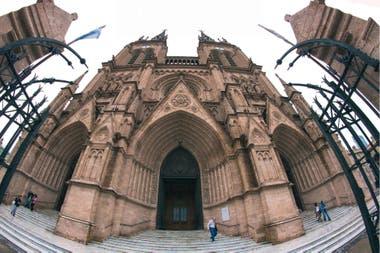 Puerta central de la basílica