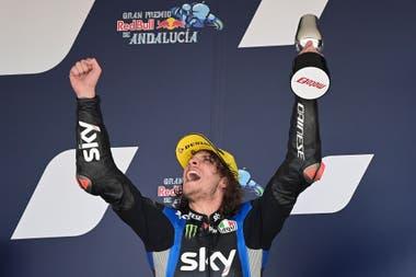 Marco Bezzecchi, del Sky Racing Team VR46, se impuso en Moto2 en el Gran Premio de Andalucía; su compañero de equipo, Luca Marini, que finalizó en la sexta posición, es la mayor promesa para montar próximamente en MotoGP, según la opinión de Valentino Rossi