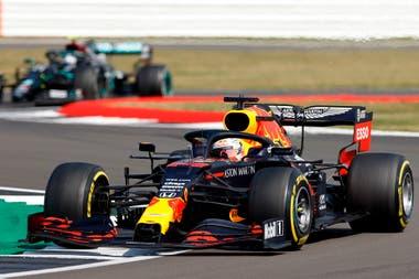 Max Verstappen, de Red Bull, en acción durante la carrera.