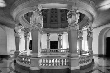 La Legislatura de Buenos Aires brilla como una de las últimas joyas de laarquitectura de estilo francés de la ciudad.