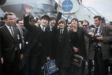 Los Beatles llegan a Nueva York para su primera aparición en Estados Unidos. De izquierda a derecha: John Lennon, Paul McCartney, Ringo Starr y George Harrison.