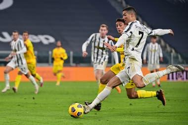 Ronaldo pelea por ser goleador de la Serie A: persigue a Zlatan Ibrahimovic.