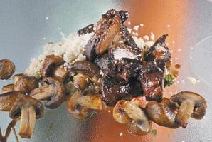 Cocido de carne y hongos