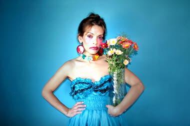 Se hizo conocida por su actuación en la película Mía (2011), con Rodrigo de la Serna, donde interpretaba a una joven