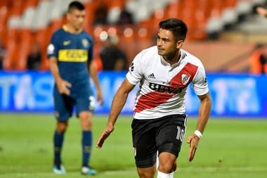 """Gonzalo """"Pity"""" Martínez festeja su gol, marcado de penal, para poner 1-0 a River, el 14 de marzo de 2018"""