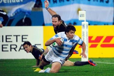 El momento del try: González Amorosino se zambulle en el in-goal