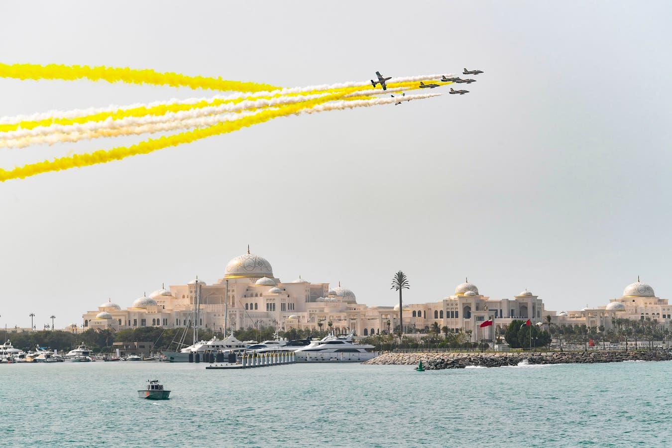 Aviones militares formaron parte de una ceremonia de bienvenida para el Papa Francisco en el palacio presidencial.