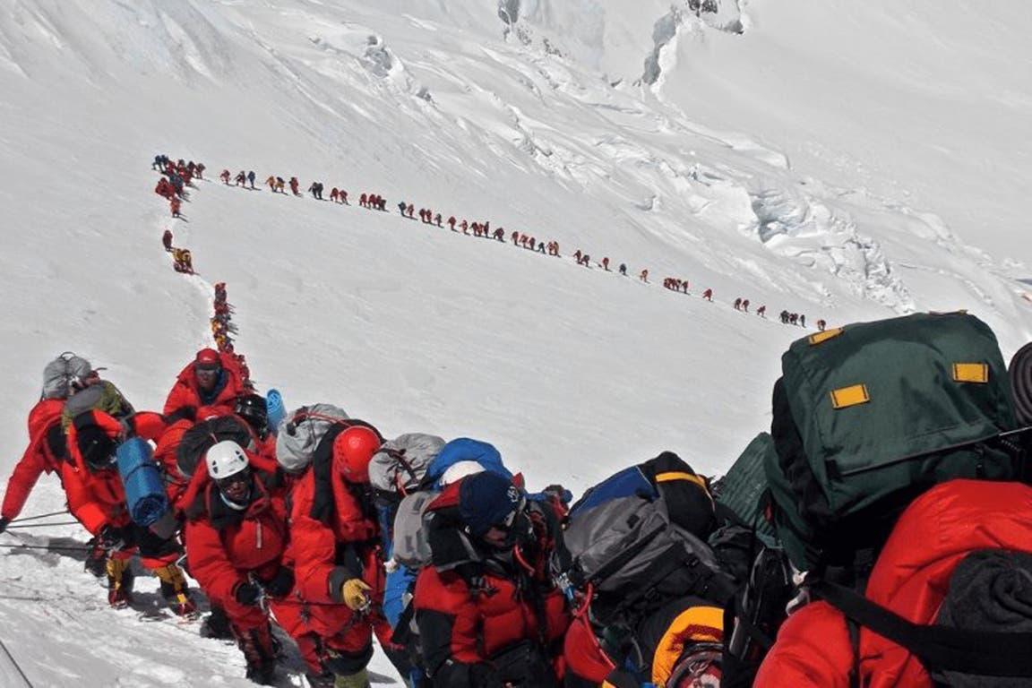 Mas de 200 alpinistas hicieron cumbre en un sola solo dia