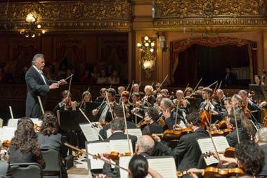 Zubin Mehta en el Teatro Colón junto a la Orquesta Filarmónica de Israel en 2016; visitante habitual de Buenos Aires, en esta ciudad el director dio sus primeros pasos en 1962