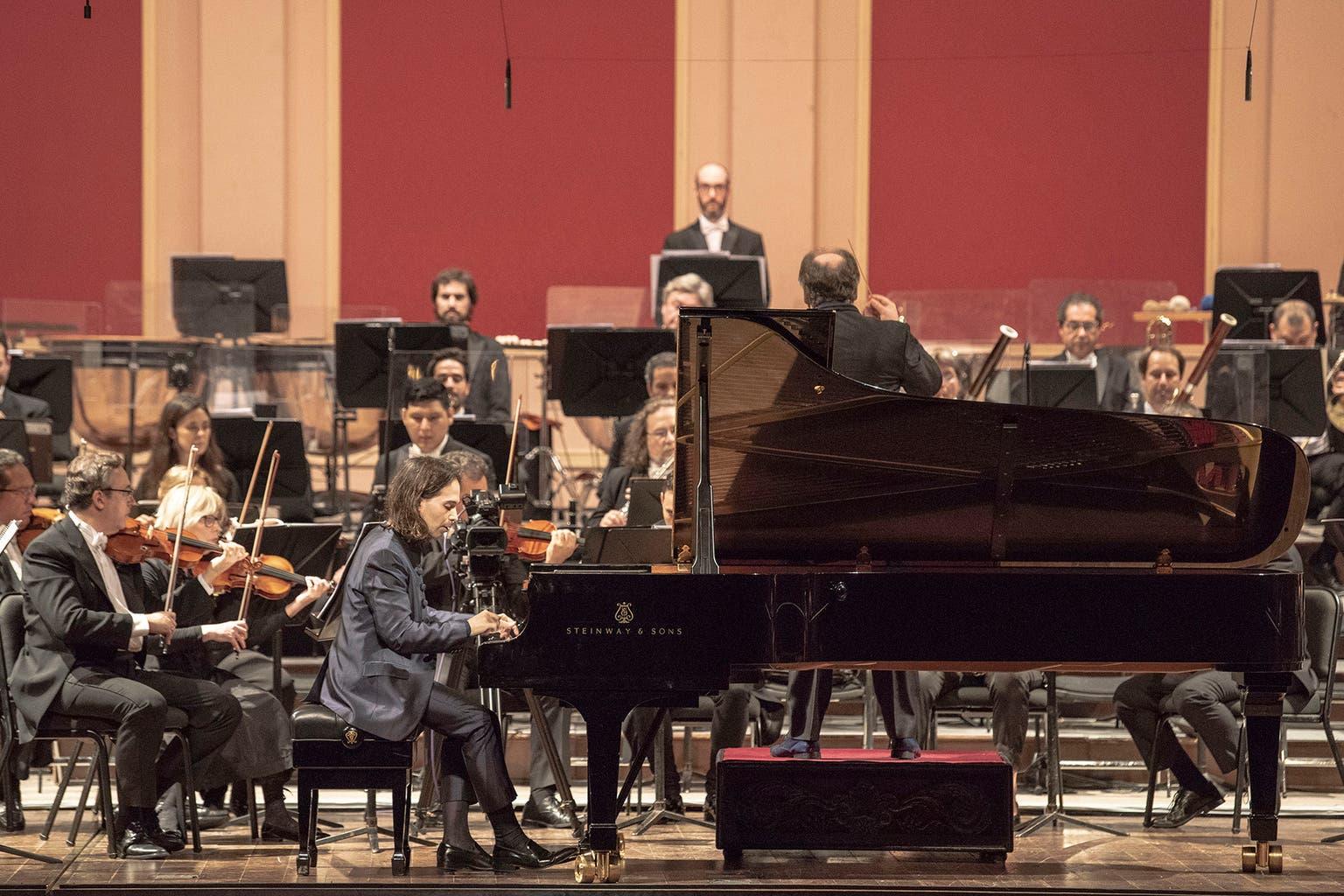 """""""Ahora aposté por proyectos que me hicieron crecer y estoy contento. En los próximos seis meses tengo conciertos en el Carnegie Hall (Nueva York) y en la Filarmónica de Berlín. Estoy bien. Más que eso no existe"""", comenta Lavandera"""