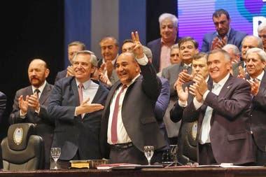 La denuncia involucra al gobernador tucumano Juan Manzur y a su vice, Osvaldo Jaldo