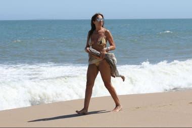 Ginette Reynal, de vacaciones en la costa uruguaya