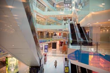 Un centro comercial casi vacío en Beijing