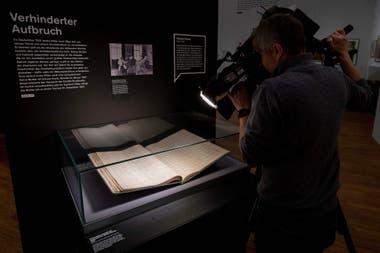 """""""El joven Hitler"""" se llama la exposición, que incluye además cartas y pinturas"""