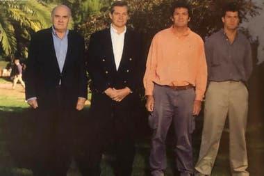 Leslie Allen con sus hijos: Gabriel, Jorge y Matías. Los cuatro fueron Pumas