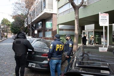 Dos secretarios de un fiscal fueron detenidos por la Policía Federal en los tribunales de San Isidro