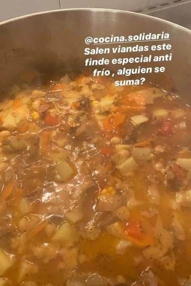 EL guiso antifrío que elaboraron Darín y su esposa luego se entregó luego para ser repartido a una organización llamada Cocina Solidaria
