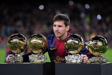 Messi con su cuarto Balón de Oro, en 2012