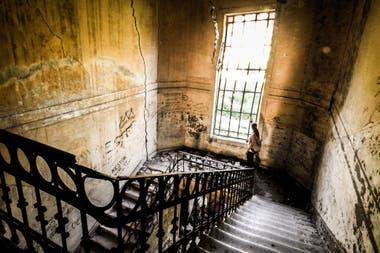 Algunos valientes se animan a visitar los pabellones abandonados