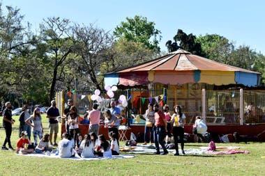 Mucho público para la calesita del Parque Sicilia