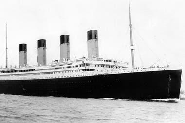 El Titanic saliendo del puerto de Southampton, en Reino Unido, el 10 de abril de 1912