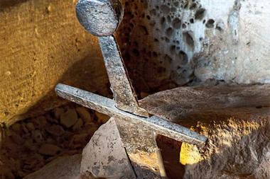 La espada de San Galgano le da pie para fantasear a los amantes de la historia, ya que hay quienes se han atrevido a afirmar que se trata de la original Excalibur