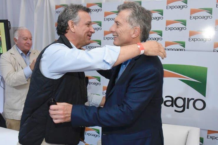 Macri saluda a Fernán Saguier, subdirector de LA NACION