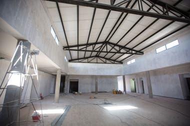 La comunidad construye la nueva escufela secundaria y un comedor para los empleados de las minas en Olaroz.
