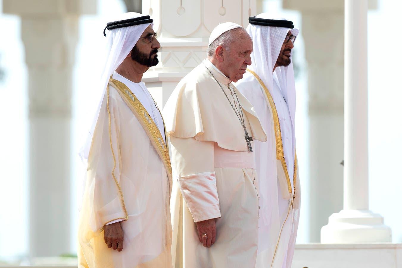 El Papa Francisco junto a Sheikh Mohammed bin Rashid Al-Maktoum y el Principe de Abu Dhabi, Mohammed bin Zayed al-Nahyan.