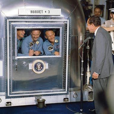 Aunque eran héroes absolutos, la NASA los puso en cuarentena y así se encontraron con Nixon