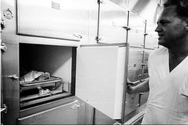 Una de las fotos que Wiener entregó a la revista Life es la que muestra el pie de la diva con una etiqueta en una cámara de la morgue