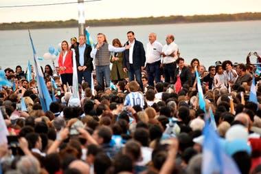 Macri, ayer, ante una multitud en Corrientes