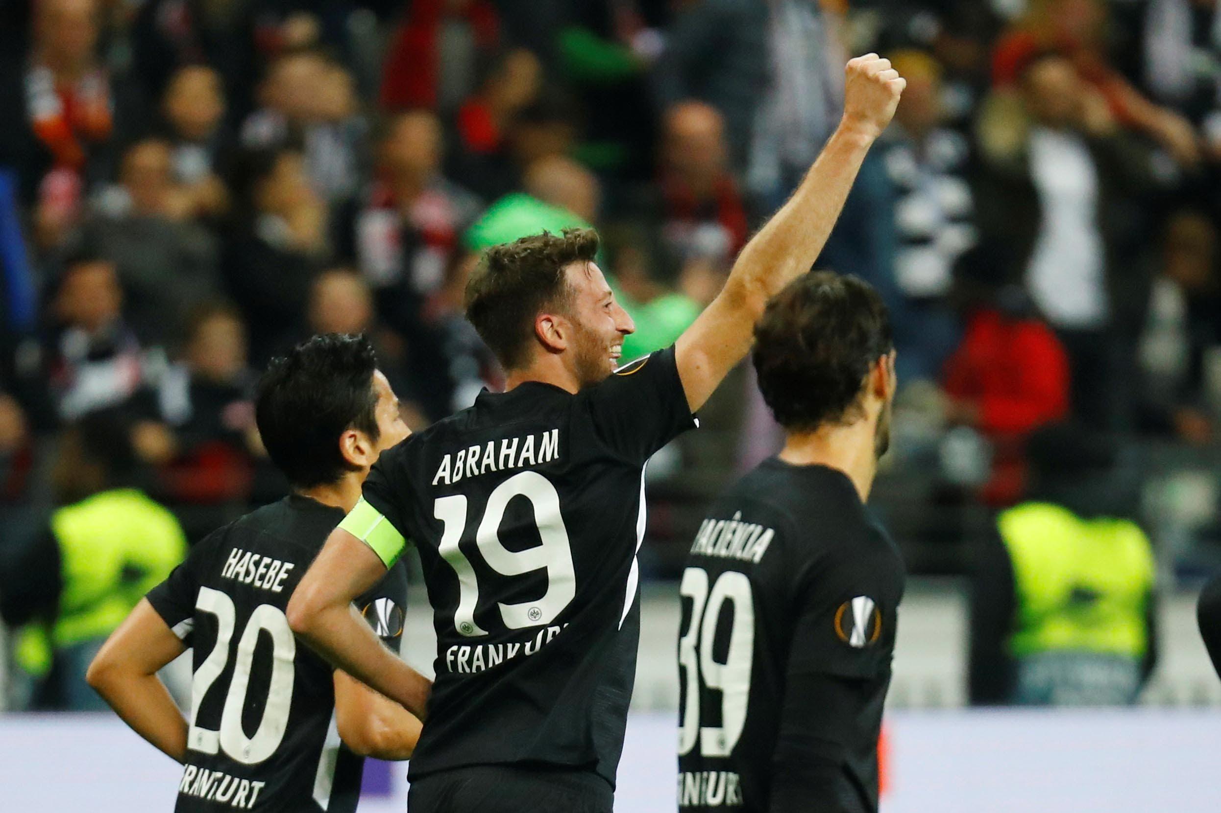 Europa League: de los goles decisivos de Franco Vázquez y David Abraham a las atajadas clave de Sergio Romero