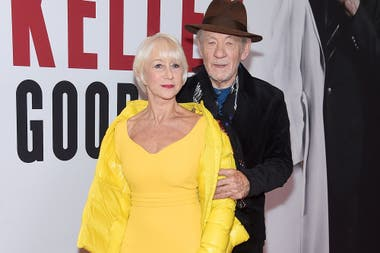 Helen Mirren junto a Ian McKellen, en el estreno de The Good Liar
