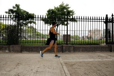 Las rejas y los muros sobre Avenida Del Libertador sern removidos para crear un espacio pblico de 2000 metros cuadrados