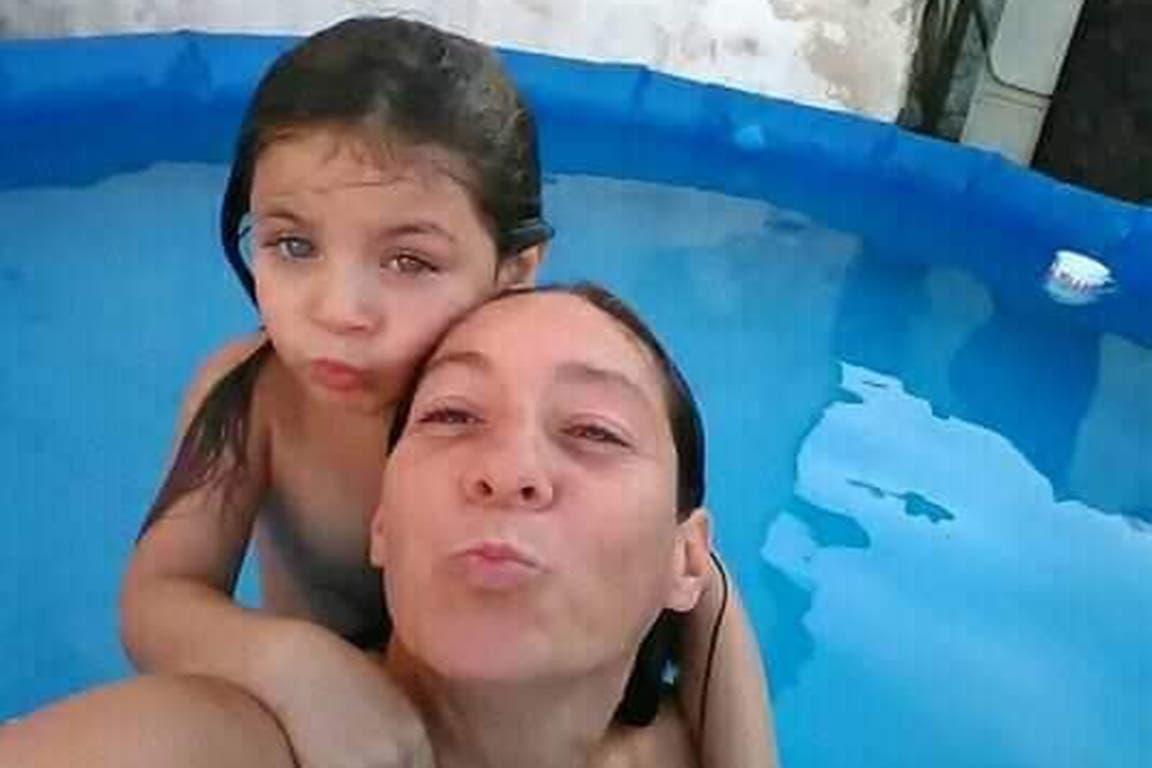 Cristina Iglesias y su hija Ada, de 7 años