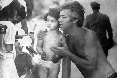 De pequeña, con su papá, Jorge Zuhair Jury, guionista de muchas de las películas de su hermano, Leonardo Favio
