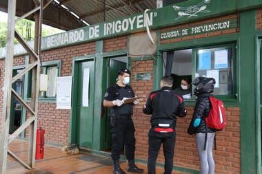 Paso internacional Bernardo de Irigoyen-Dionisio Cerqueira donde, por la pandemia, están apostados efectivos de Gendarmería, Migraciones, Senasa y Aduana