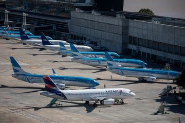 Aviones detenidos en la pista del aeroparque Jorge Newbery de Buenos Aires