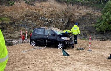 Los airbags no se activaron y los investigadores determinaron que el vehículo no iba a altas velocidades cuando cayó por el acantilado de seis metros de altura (SWNS)