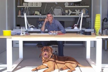 Francisco Gómez Paz en su taller de Salta Capital