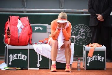 Las muestras de dolor acompañaron a Kiki Bertens durante su partido ante Errani