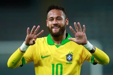 Incluidos dos penales, Neymar anotó tres de los cuatro tantos con los que Brasil derrotó a Perú en Lima.