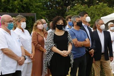 Carla Vizzotti se acercó al hospital Posadas, donde aplicarán la vacuna Sputnik V