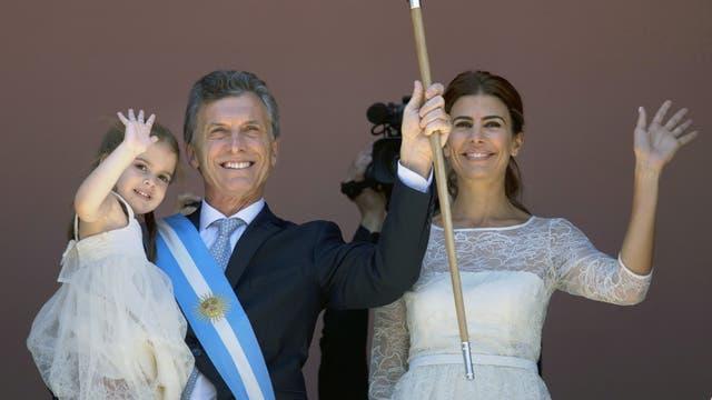 Mauricio Macri en el balcón de la Casa Rosada luego de asumir la Presidencia