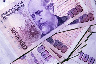 Según los datos de octubre, en la Argentina hay un billete que representa casi la mitad de la totalidad: con 3207 millones de ejemplares, el de $100 concentra el 47,91% de los billetes en la calle