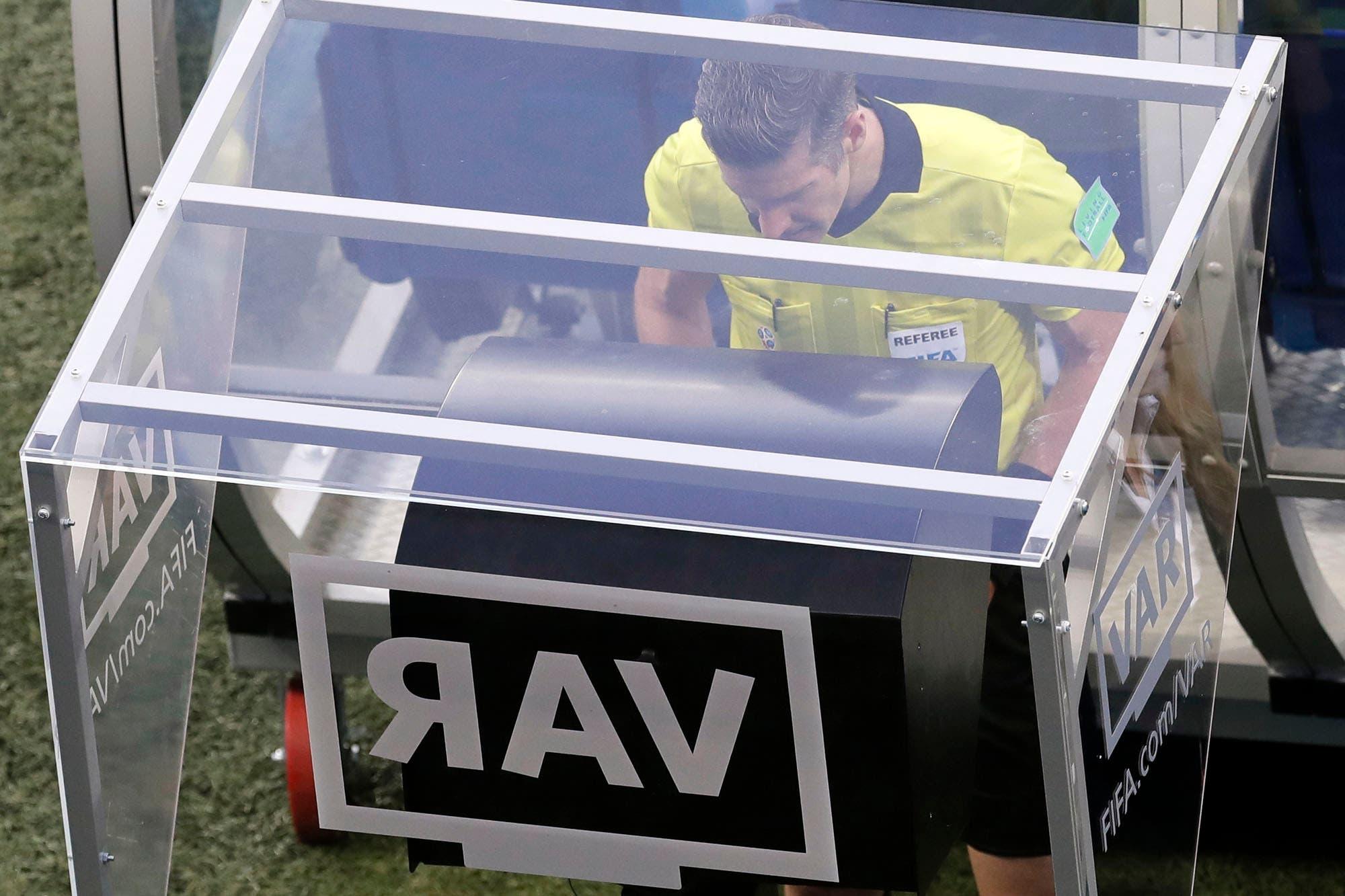 Mundial Rusia 2018. Con el VAR, crece el número de penales y la FIFA está satisfecha con su utilización